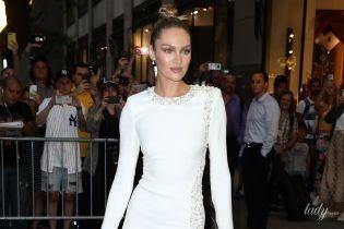 В платье с разрезом до бедра: красивая Кэндис Свэйнпоул на церемонии в Нью-Йорке