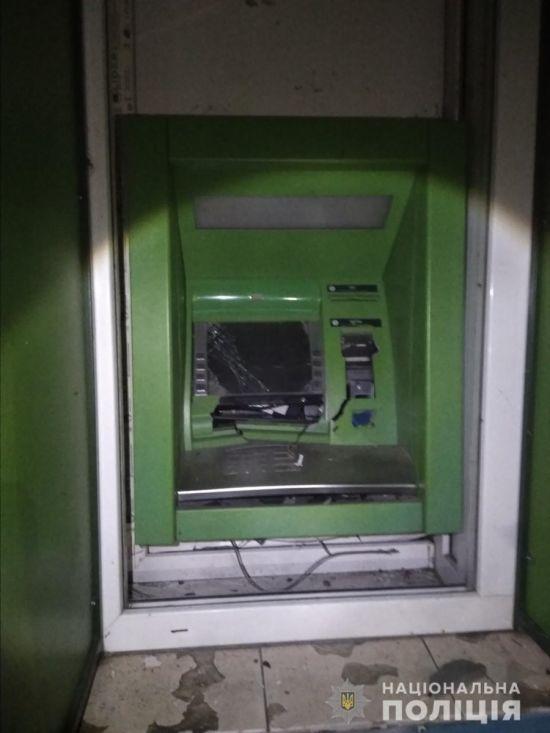 Пограбування століття: у Харківській області злочинці підірвали банкомат, але гроші не вкрали