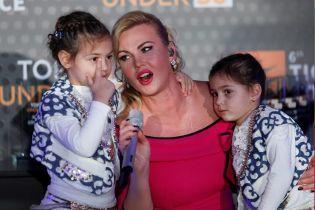 Камалия растрогала фанов поздравлением дочурок с днем рождения