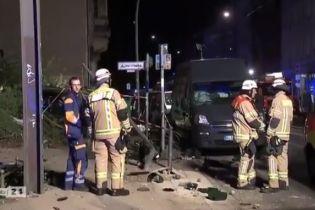 В Берлине автомобиль вылетел на тротуар: четверо погибших, в том числе ребенок