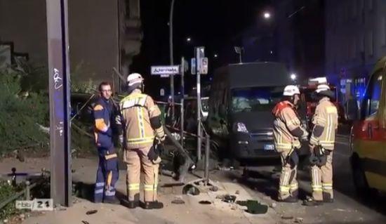 У Берліні автомобіль вилетів на тротуар: четверо загиблих, зокрема дитина