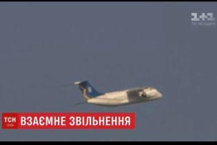 Самолет с пленниками Кремля уже на территории Украины