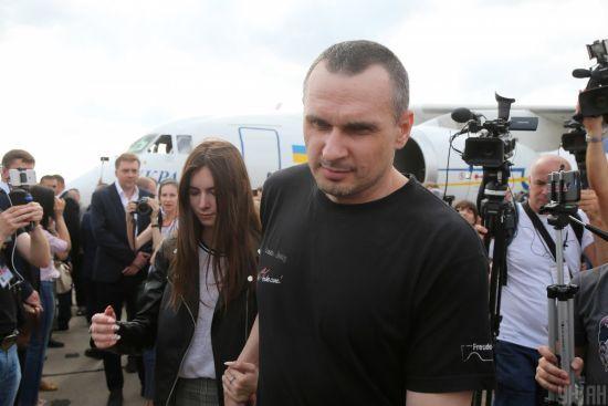 """""""Тепер я солдат"""". Сенцов став на облік у військкоматі"""