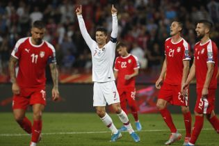 Португалия в ярком матче одолела сербов и начала погоню за Украиной