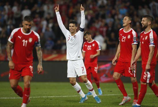 Португалія в яскравому матчі здолала сербів і розпочала гонитву за Україною