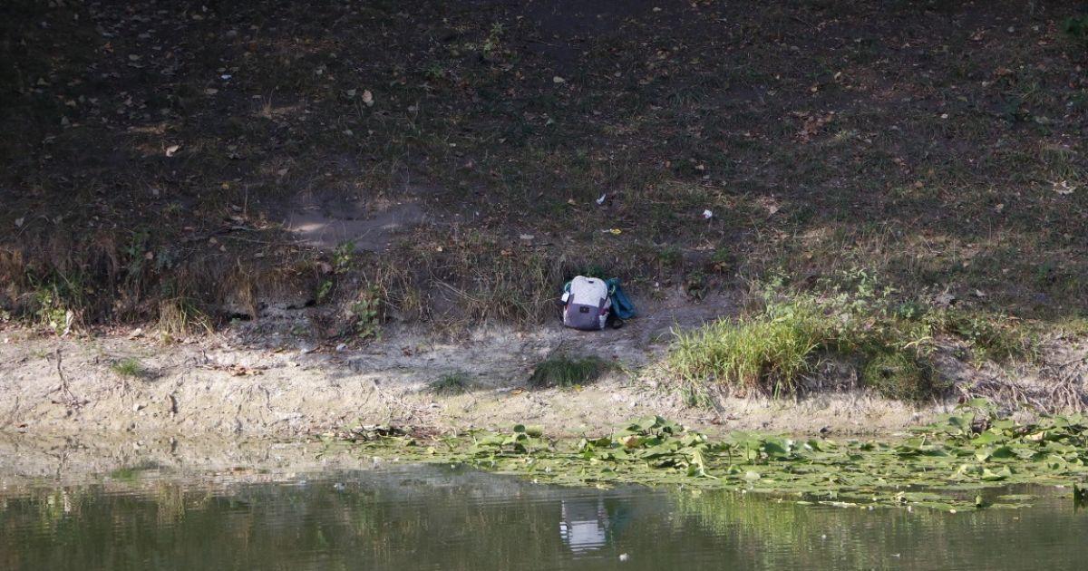 Хуй фото молодые на озере какие трясут жопами