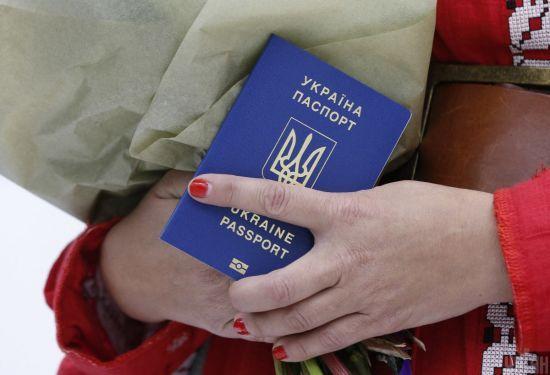 Прикордонники розповіли, скільки людей перетнули кордон з Росією з закордонним паспортом