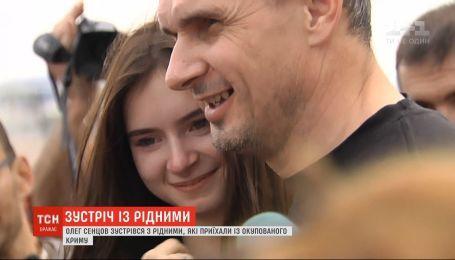 С оккупированного Крыма в столицу прибыли родные Олега Сенцова