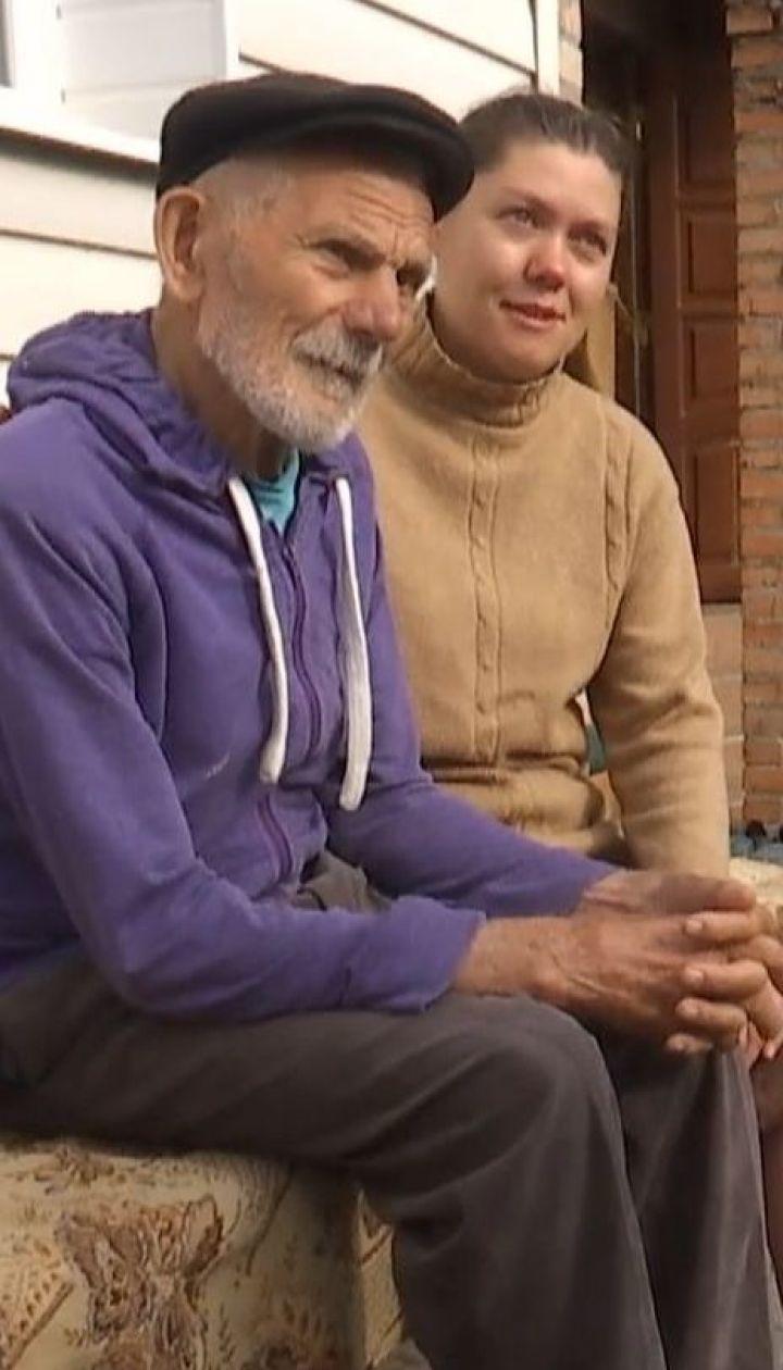 Небезразличная жительница Луцка приютила 90-летнего бездомного дедушку