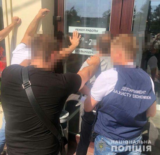 На Миколаївщині депутата міськради затримали на хабарі у 15 тис. доларів