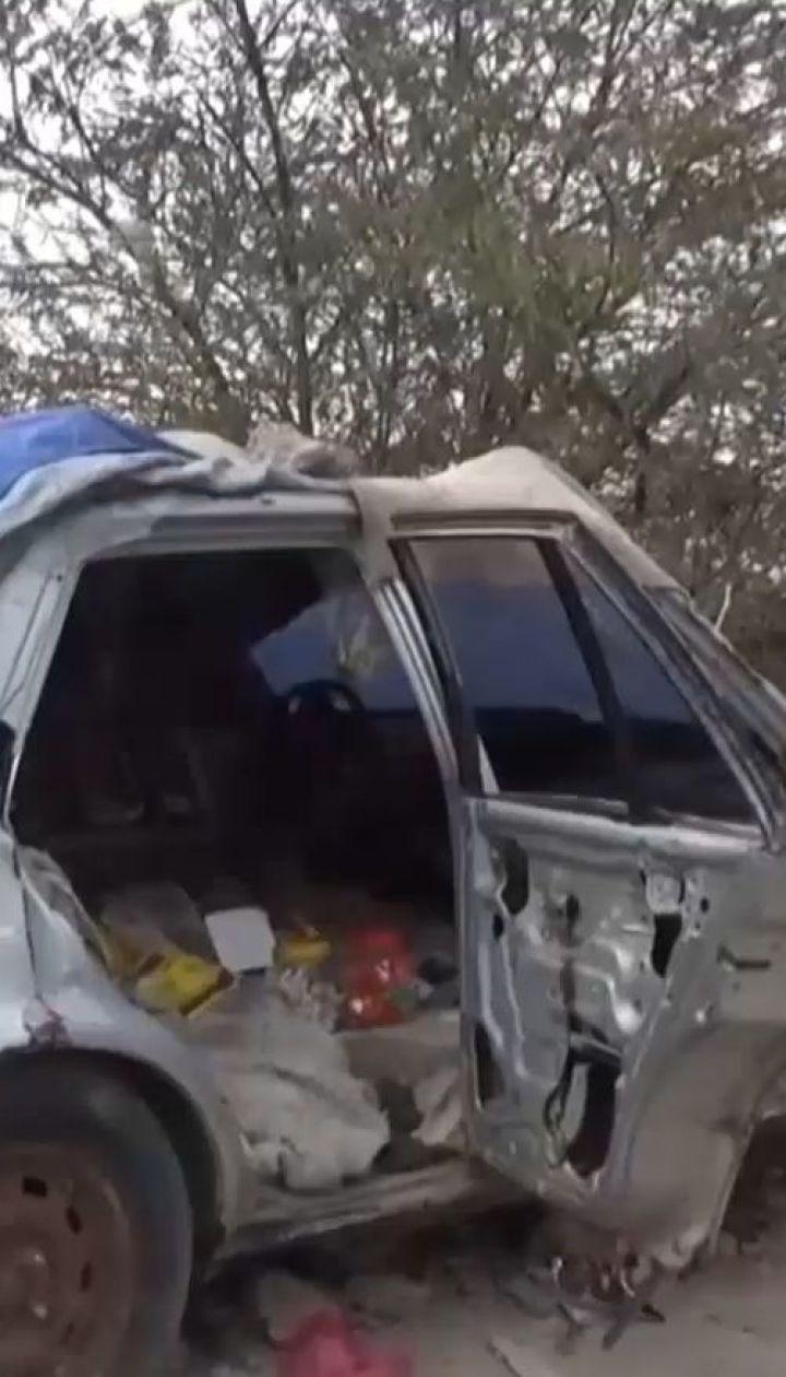 В Йемене мальчик организовал в разбомбленной машине магазин, чтобы прокормить семью