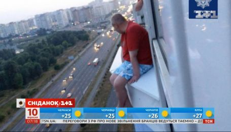 Киевлянин передумал прыгать с 17 этажа после разговора с патрульным