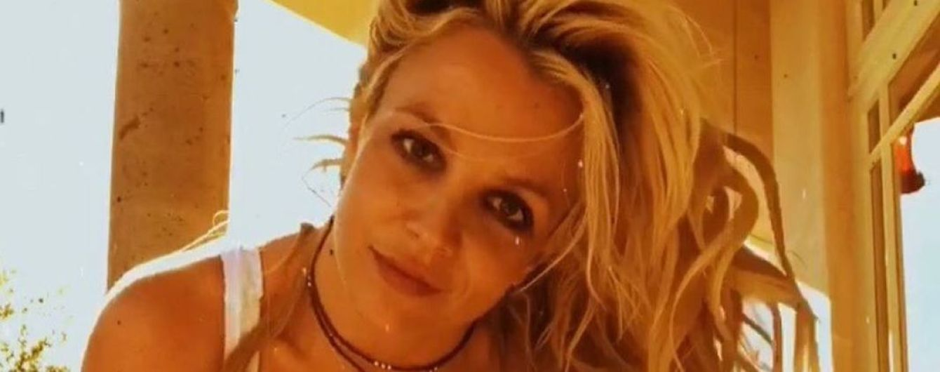 Показала фигуру в купальниках: Бритни Спирс поделилась пикантными снимками
