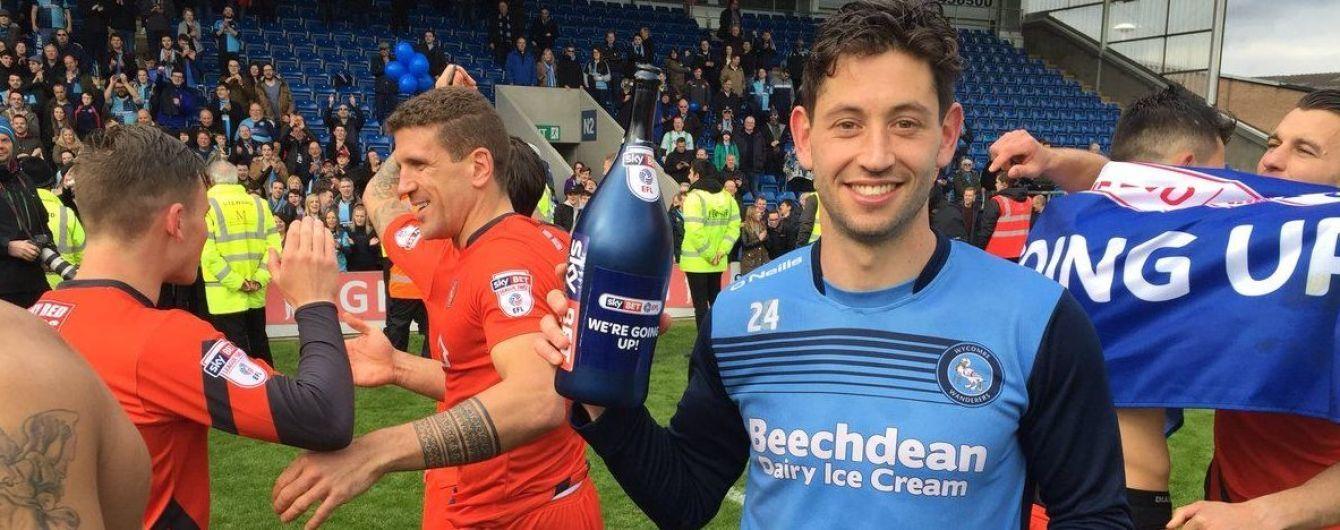 В английской лиге футболист дважды забил прямым ударом с углового в течение матча