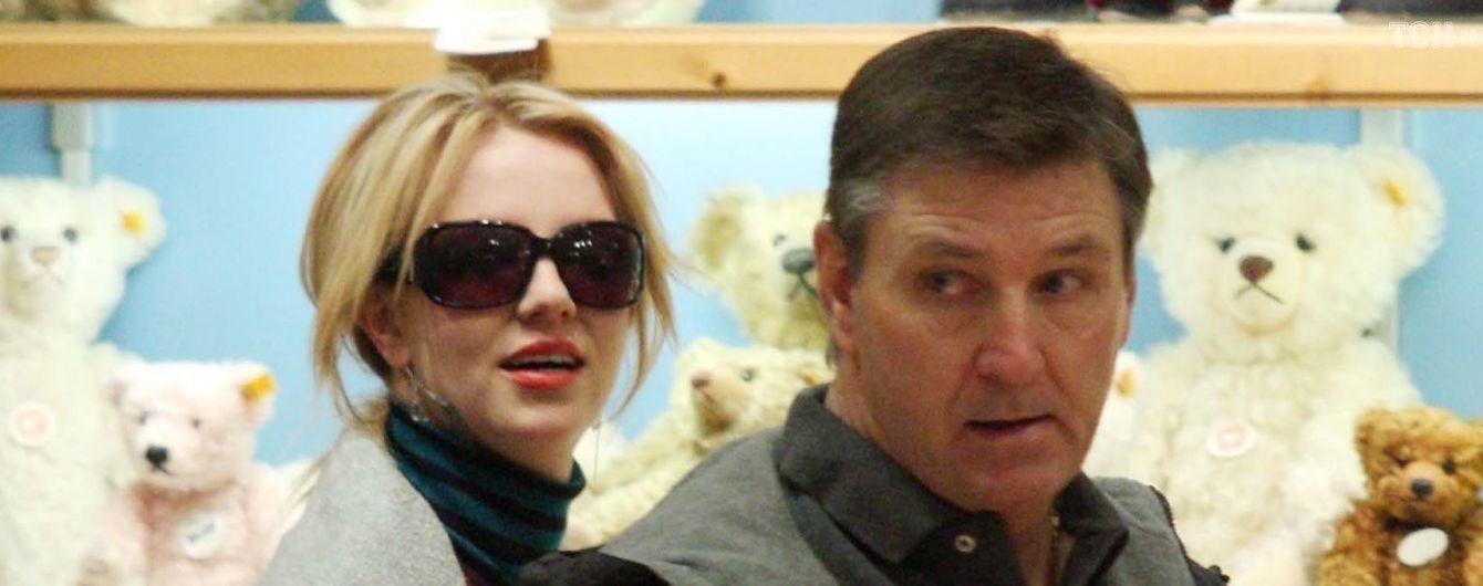 Отец Бритни Спирс официально отказался быть ее опекуном - СМИ