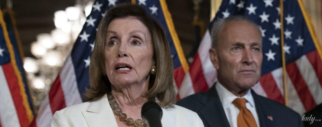 У всьому білому: ефектна 79-річна спікерка палати представників США Ненсі Пелосі