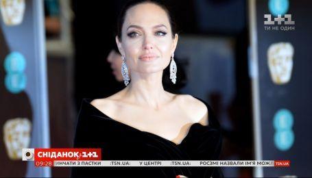 Анджеліна Джолі вирішила взяти із сиротинця сьому дитину