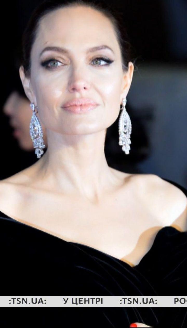 Анджелина Джоли решила взять из приюта седьмого ребенка