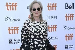 В платье с крокусами и в окружении мужчин: Мерил Стрип на презентации фильма