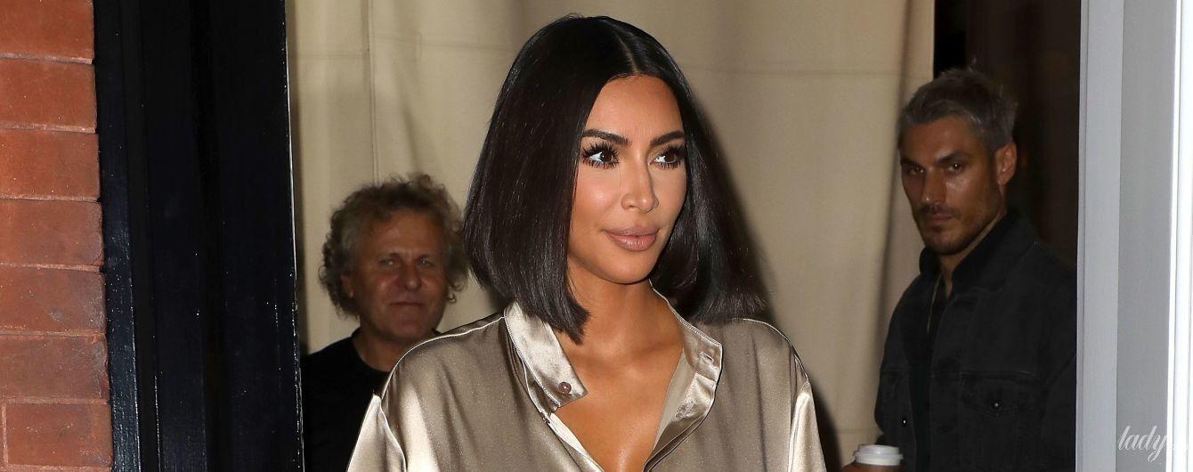 Какой блестящий лук: Ким Кардашьян привлекла внимание папарацци