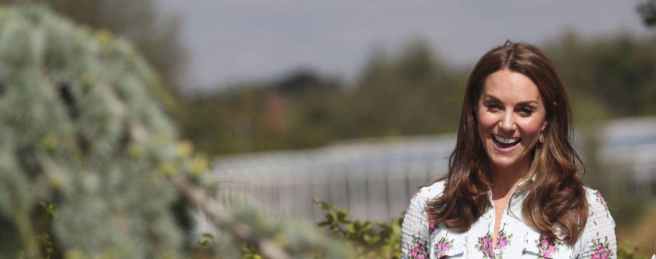 Жіночна Кейт Міддлтон у ніжній сукні здивувала своєю появою на фестивалі у садку