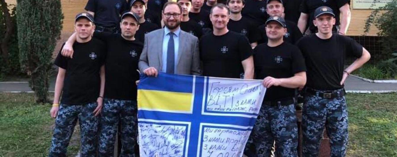 Освобожденные украинские моряки собрали деньги на помощь российскому политзаключенному