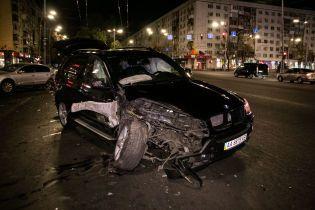 Разговор по телефону на аварийке закончился в Киеве масштабной аварией. Видео