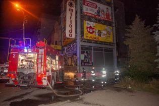 В Днепре вспыхнул пожар возле торгового центра