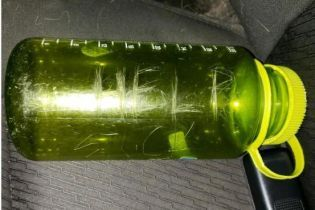У США туристи знайшли послання у пляшці і врятували сім'ю