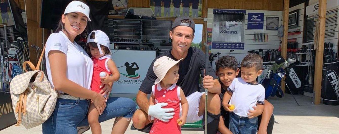 Мімімі дня. Діти Роналду емоційно відреагували на його бенефіс у матчі з Литвою