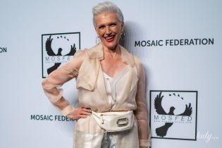 В серебристых брюках и на шпильках: новый стильный выход 71-летней мамы Илона Маска