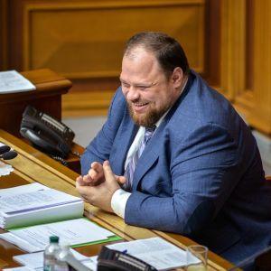 """Стефанчук живет в квартире тещи и получает из бюджета компенсацию за жилье – """"Чесно"""""""