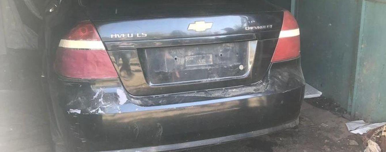 У Броварах недолюдки продавали авто, яке відібрали у водія силою