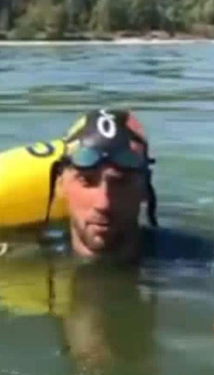 По Днепру через всю страну проплыл 29-летний Михаил Романишин