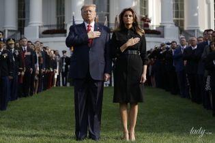 В черном платье и с крокодиловым поясом: Мелания Трамп в скромном образе на поминальной церемонии