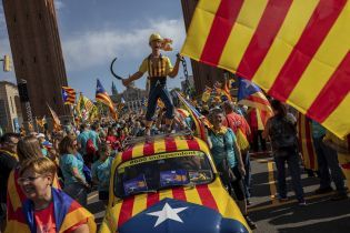 У Каталонії прихильники незалежності знову вийшли на мітинг