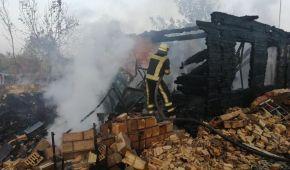 Під Києвом згоріла частина села – будинки, сараї та автомобіль