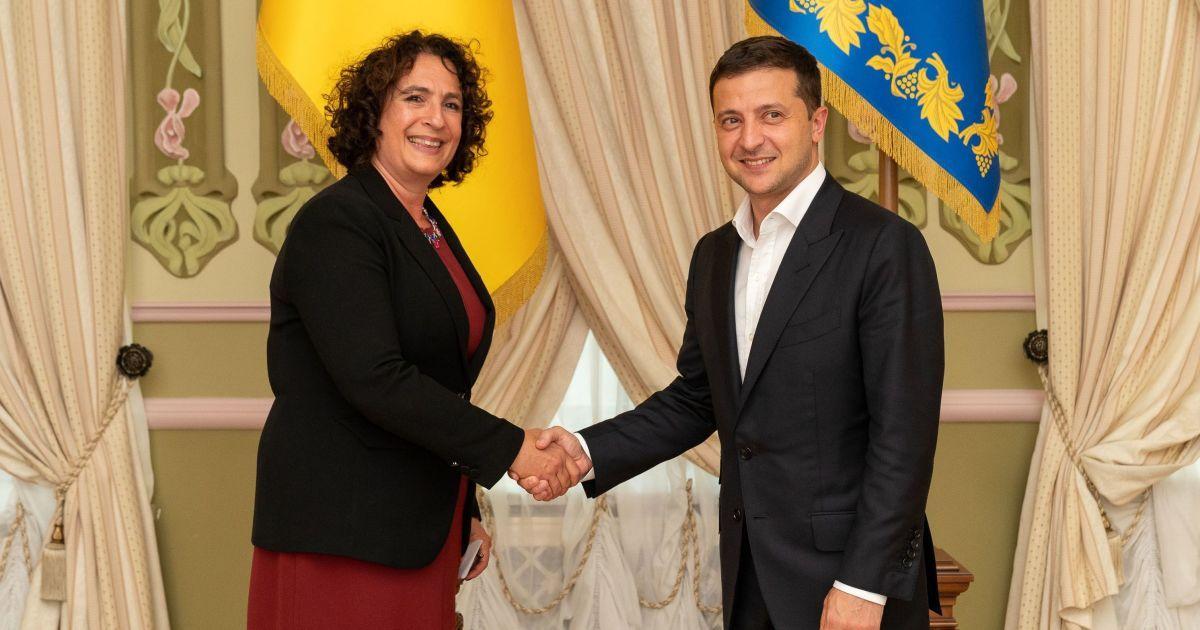 В Украину приехали работали пять новых послов. О чем с ними говорил Зе