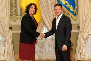 В Украину приехали работать пять новых послов. О чем с ними говорил Зеленский