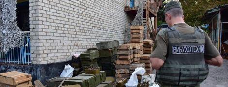 На Донеччині три добровольчі батальйони передали зброю поліції