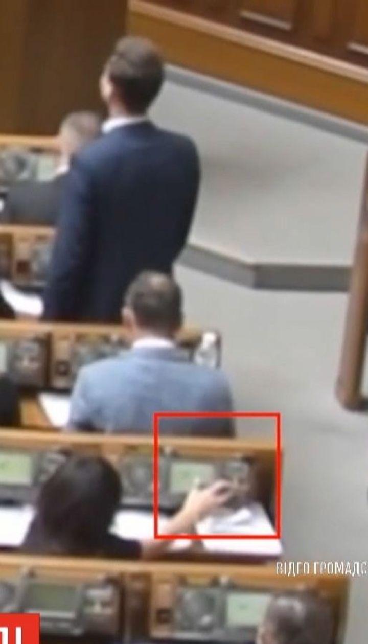 """Общественное движение """"Честно"""" зафиксировало новых кнопкодавов в Раде"""