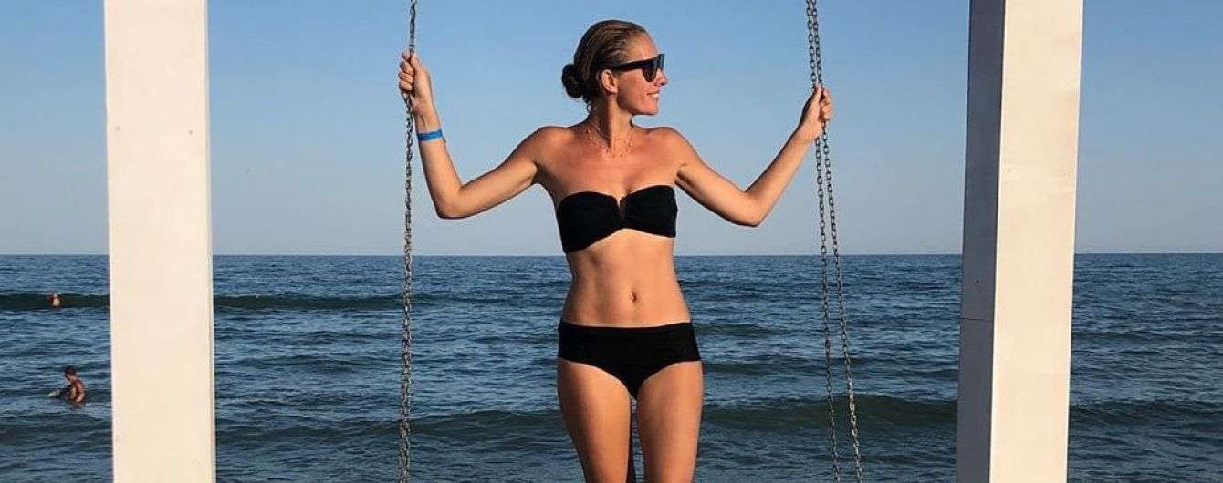 Однажды в Одессе: Катя Осадчая в купальнике позировала на пляже