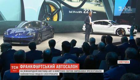 Конкуренты Теслы: на выставке автомобилей в Германии представляют новейшие модели электрокаров