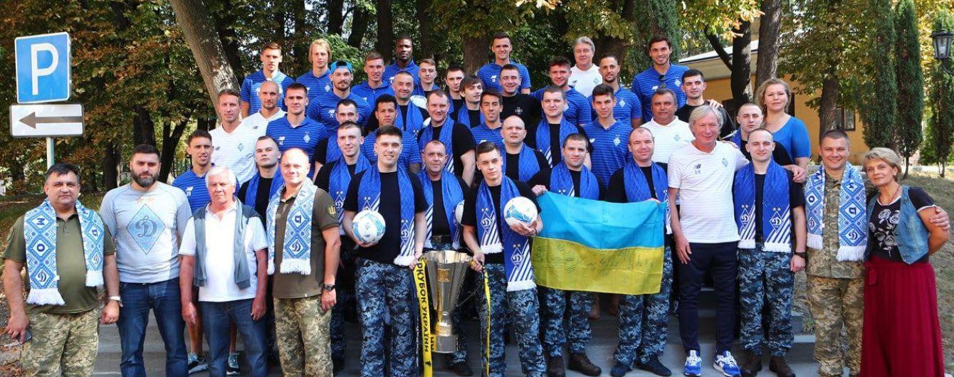 """Футболисты """"Динамо"""" встретились с освобожденными украинскими моряками"""