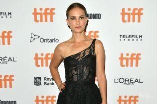 Что-то сильно похудела: Натали Портман в платье Dior на премьере фильма в Торонто