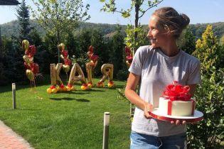 Торт, шарики и трогательные слова: как звезды поздравляли Катю Осадчую с днем рождения