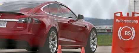 Ілон Маск натякнув на семимісну Model S