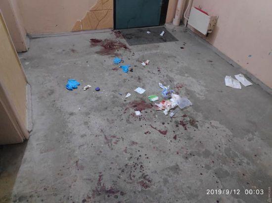 В Одесі чоловік завдав дружині дев'ять ножових поранень і намагався втекти за кордон
