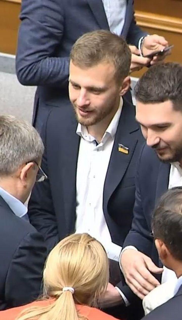 Нова Рада - старі звички: трьох депутатів спіймали на кнопкодавстві