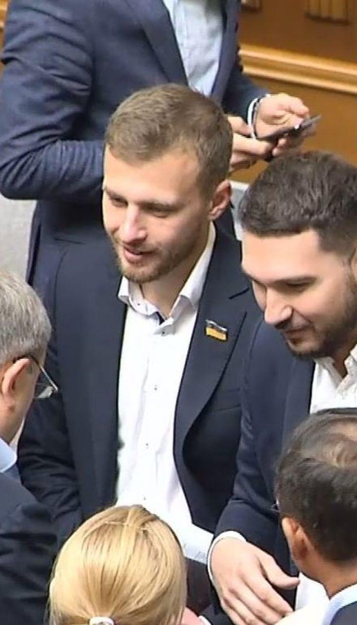 Новая Рада - старые привычки: трех депутатов поймали на кнопкодавстве